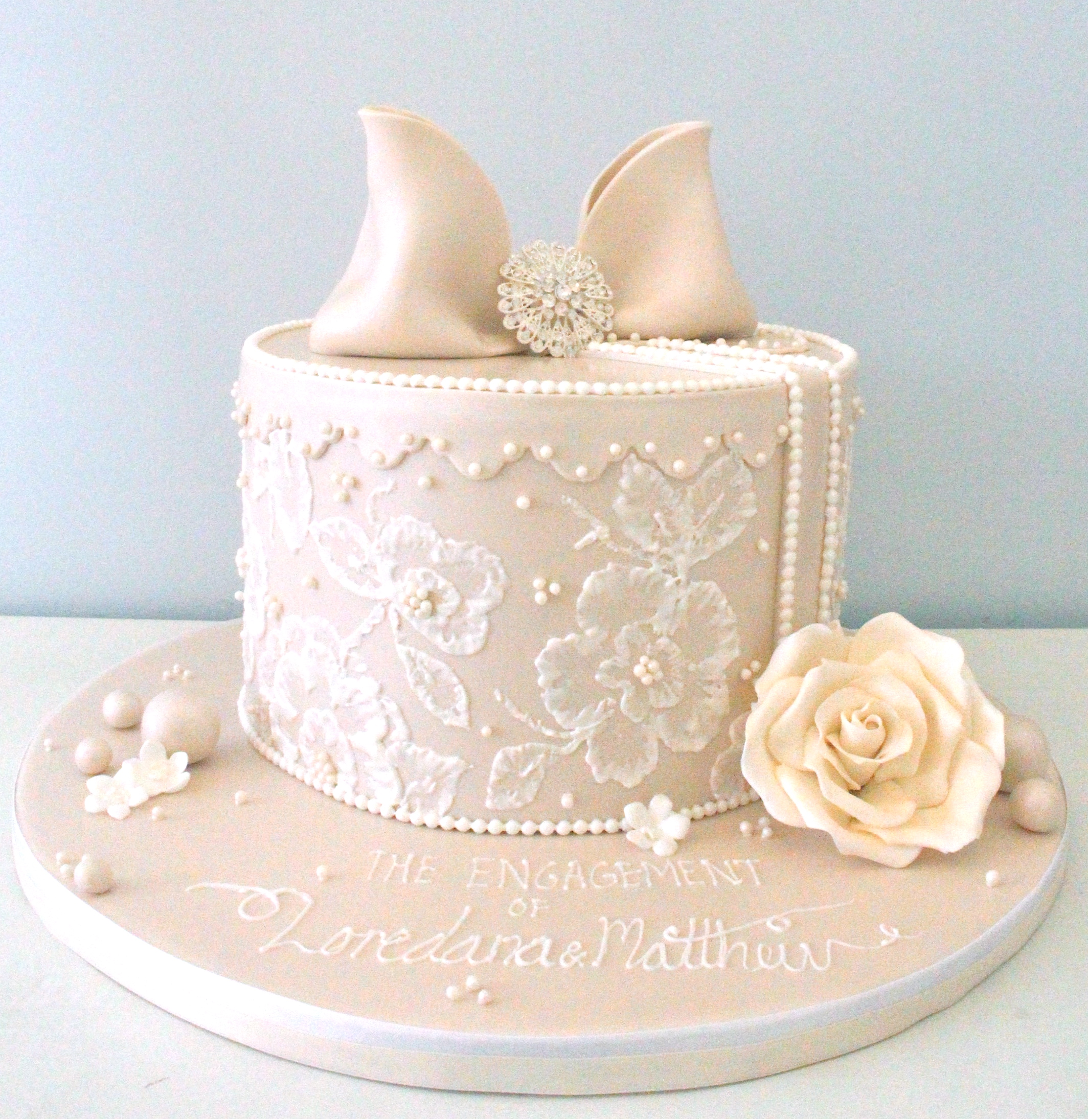 Cake Images For Engagement : Engagement Cakes - Pretty Parties